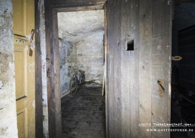 Blick in eine Zelle, die heute als Kellerraum genutzt wird.Text: © Uta Fischer,  All rights reserved