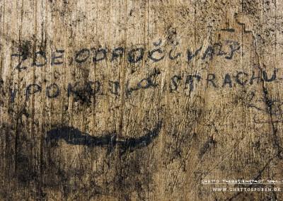 """ZDE ODPOČÍVÁLY V POKOJI A STRACHU"" ""Hier ruhen in Frieden und Angst"". Text: © Uta Fischer,  All rights reserved"