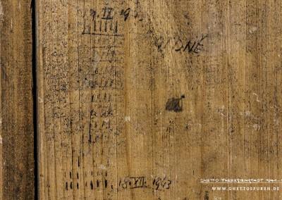 """Dieser Zählkalender beginnt am 19. September 1943 und endet am 18. Dezember 1943. """"91 DNĚ"""" (""""91 Tage""""), die Dauer der Haftzeit, schrieb der tschechische Häftling noch dazu. Text: © Uta Fischer,  All rights reserved"""
