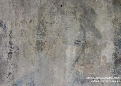 Kopf des dritten Dichters (v.li.n.re.): Der Blick ist gesenkt. Kein Dichter in der Originalvoralge zeigt diese Kopfhaltung. Die Ähnlichkeit zur Miniatur belegen jedoch die Gebärden. Insbesondere die auf das Knie gestützte rechte Hand und die linke Hand vor der Schulter sind charakteristisch für die Darstellung des dritten Dichters (v.li.n.re.) in der Originalvorlage.Text: Uta Fischer © 2014, All rights reserved. Foto: © WILDFISCH