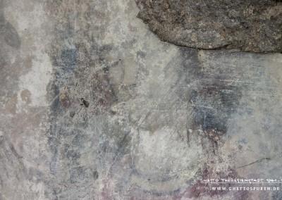 Kopf des vierten Dichters  (v.li.n.re.): Auffällig bei dieser Figur sind die geschlossenen Augen. Denkbar ist, dass der blinde Dichter Reinmar von Zweter dargestellt wurde. Die Gebärden ähneln der fünften Figur  (v.li.n.re.)der manessischen Miniatur, die jedoch einen anderen Dichter darstellt.Text: Uta Fischer © 2014, All rights reserved. Foto: © WILDFISCH