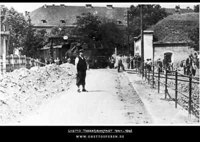 Das Foto entstand kurz nach Inbetriebnahme des Anschlussgleises  im Sommer 1943. © Yad Vashem