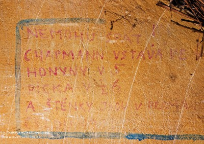 """NEMOHU SPÁT! CHAPMAN VSTÁVÁ VE 3, HONYNY 5, PICKA V ½ 6.  A  ŠTĚNKY JSOU V PERMANENCI  CELOU NOC.""  This graffito laments the difficult conditions of everyday life.  Despite its bleached colors, the text is still legible. It is a complaint of a Czech prisoner who had been unable to find quiet at night.  ""I CANNOT SLEEP! CHAPMAN GETS UP AT 3, HONYNY AT 5, PICKA AT 5:30. AND THE BEDBUGS ARE AT IT THE WHOLE NIGHT."" Bedbugs were apparently not the only roommates causing sleepless nights in the ghetto's tight living quarters.  Also, noises came about in the night when others had to rise to go to their regular early morning or late night work shifts. Cramped conditions and lack of privacy were in themselves torturous.  With this in mind, we understand that the message is illustrating a general problem of most inmates in the ghetto.  The sarcastic punch line indicates that ""the bedbugs were always working busily"" which points to the hygienic disaster at this shared living space. The gallows humor was, therefore, one way how to deal with the everyday difficulties in the ghetto.  © WILDFISCH"