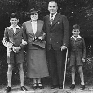 Family picture of the Alterthums: Hans-Werner, Carla, Felix and Joachim, Tilsit 1937 ©Doris Alterthum